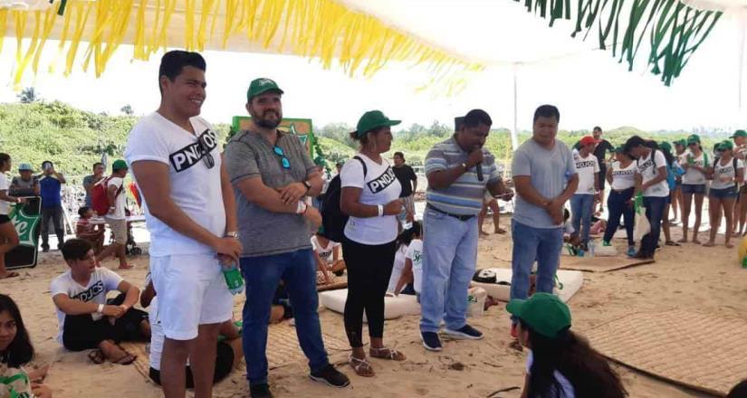 Coca-Cola FEMSA une esfuerzos para limpiar playa Blanca en Oaxaca