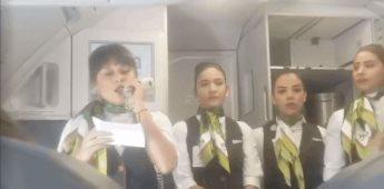 Tripulación de aerolínea realiza un emotivo gesto para un niño con cáncer que viajaba en el avión