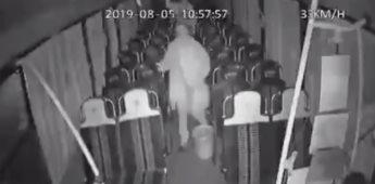 ¡Ay señora no manche! : Chofer se asustó al ver que aún le quedaban pasajeros