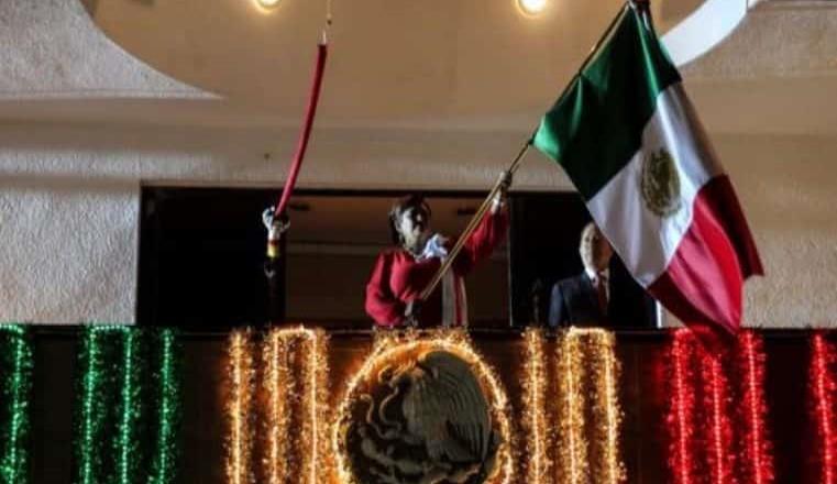 Fiesta mexicana durante la celebración del 209 aniversario del inicio de la Independencia