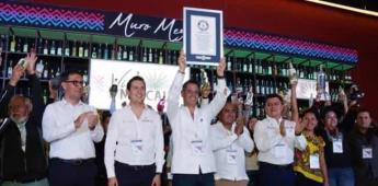 Oaxaca gana Guinness por exhibir mayor número de botellas de mezcal