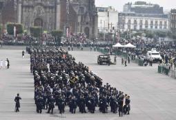 VIDEO Captan momento de la caída del paracaidista en desfile militar