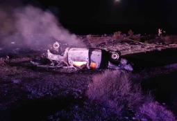 Chocan dos vehículos sobre carretera en La Cali