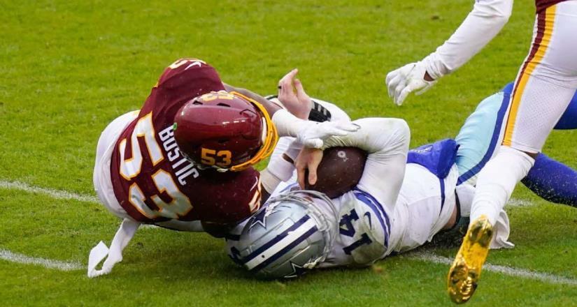 Andy Dalton salió conmocionado tras fuete impacto en el partido contra los Washington Football Team