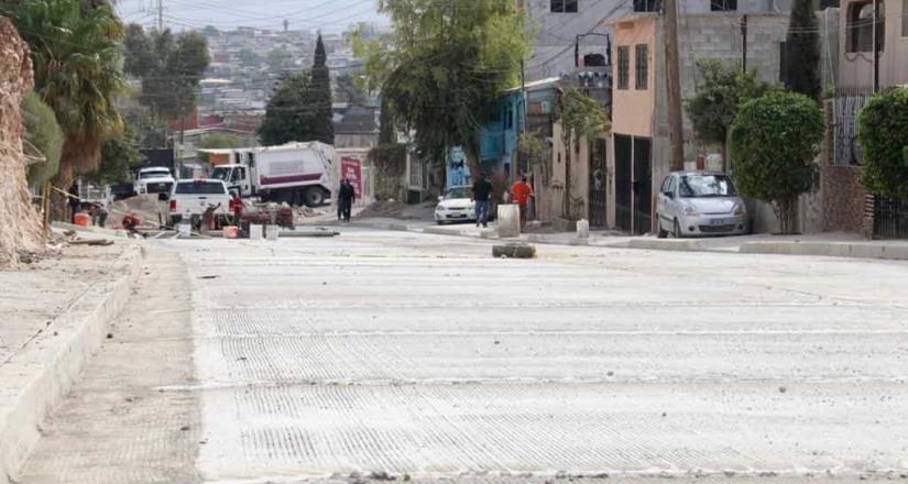 Supervisa Arturo González rehabilitación de vialidades en la presa Este y Abelardo L. Rodríguez