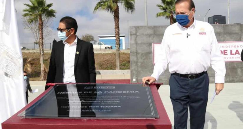Devela Alcalde de Tijuana placa Héroes de la Pandemia