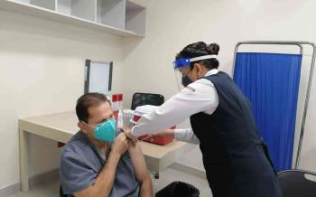 Reciben segunda dosis de la vacuna anti-COVID personal de salud en primera línea de atención