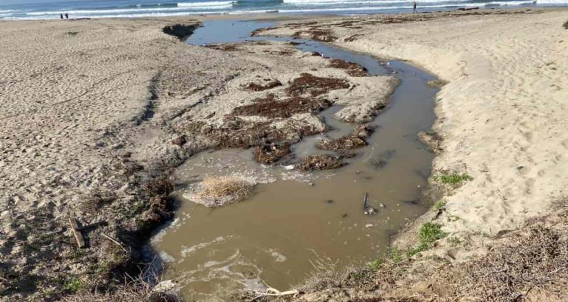 Se emite cierre precautorio de playa tras derrame de aguas negras