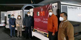Llegan a México 800 mil vacunas chinas Sinovac