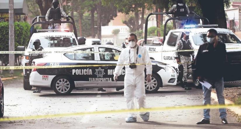Automovilista que invadió carril del Mexibús mata a una mujer