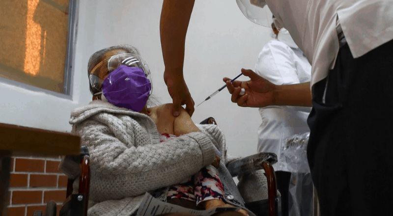 Piden castigo a responsables por aplicar vacunas con jeringas vacías