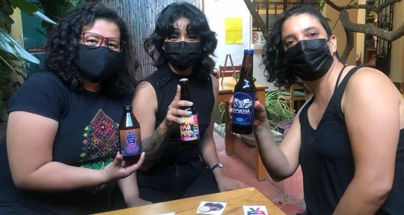 Mujeres de Oaxaca crean cerveza feminista para salvar vidas.