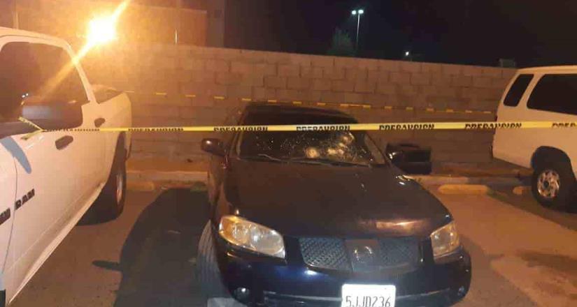 Localiza la FGE vehículo con impactos de bala y dos armas de fuego en Tecate