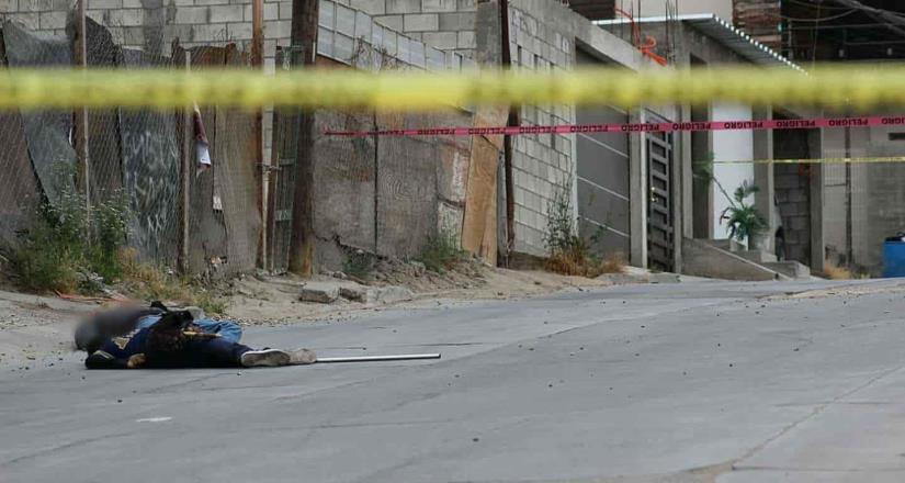 Asesinan a dos hombres en un puesto de tacos situado en la colonia INFONAVIT Latinos.