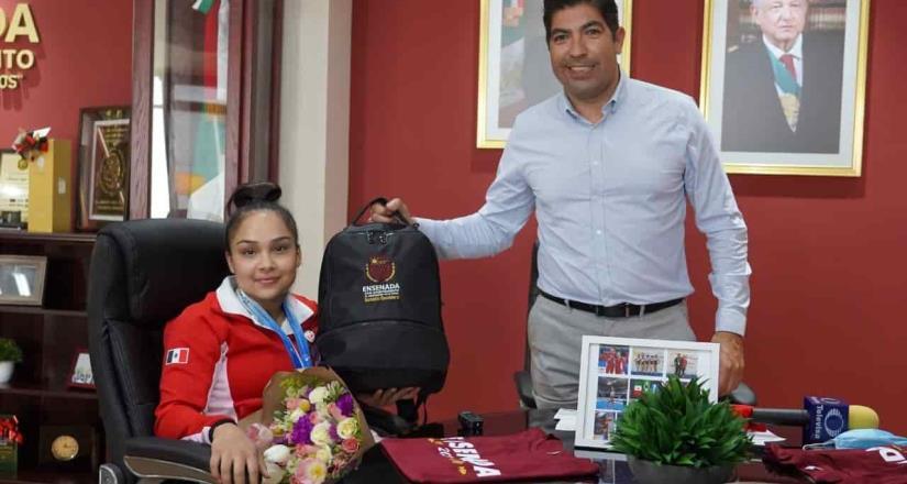 Reconoce Armando Ayala a Natalia Escalera por sus medallas panamericanas