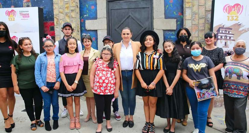 Develan estrellas de 13 niñas y niños sobresalientes en el Paseíto de la Fama