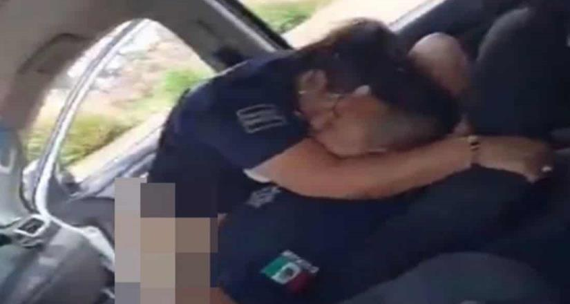Captan a policías teniendo sexo en patrulla de Ecatepec; son cesados