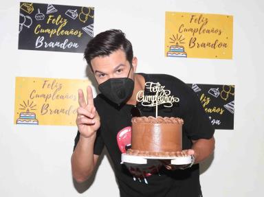 Producción de Ignacio Sada festeja cumpleaños de Brandon Peniche.