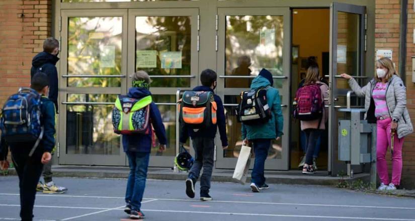 EEUU: Más de 10,000 estudiantes y maestros están en cuarentena por el COVID-19