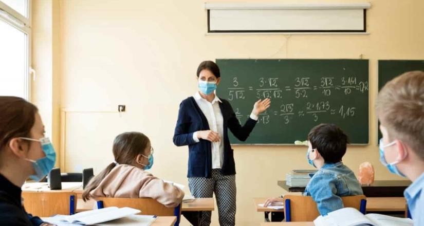 Con Green Pass y pruebas Covid abren escuelas en Europa