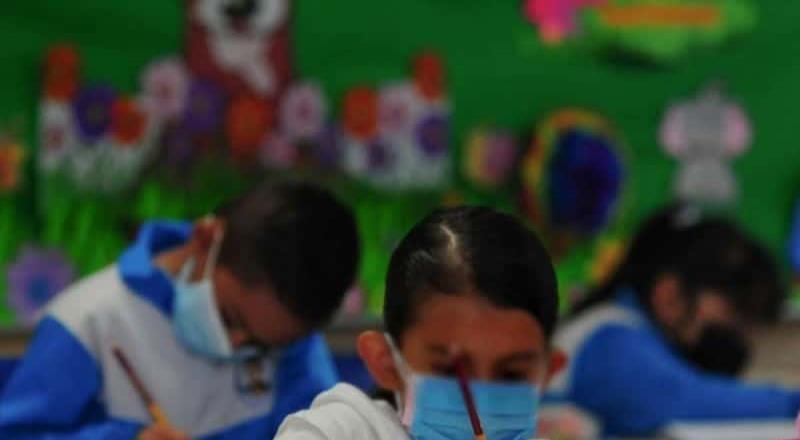 Esporádicos, casos de Covid en escuelas de la CDMX: Salud