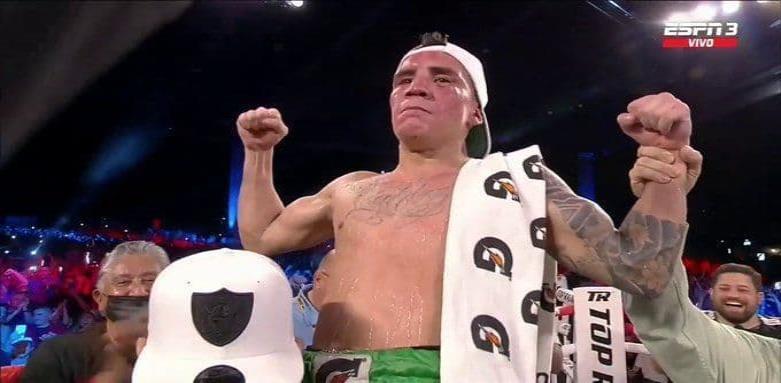 Óscar Valdez retiene su campeonato con polémica decisión de jueces.