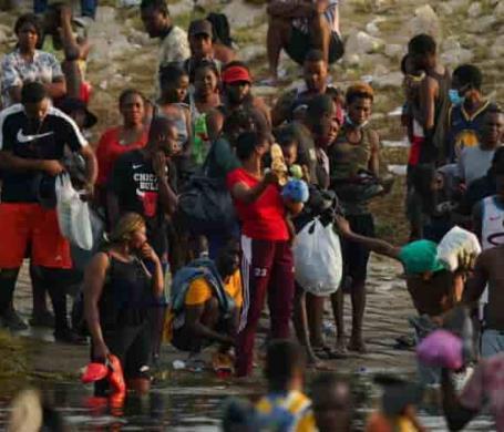 Engañan a migrantes haitianos y les prometen la ciudadanía en EU