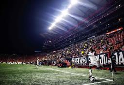 Jalen Ramsey llega al partido de los Rams vestido de mariachi