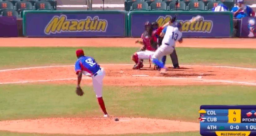 Bateador recibe pelotazo que lo deja noqueado