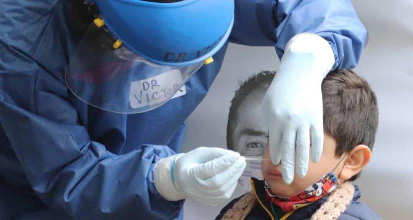 Juez ordena al Gobierno vacunar contra Covid a menores de 18 años.