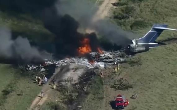 En Texas se estrella un avión y 21 personas a bordo sobreviven